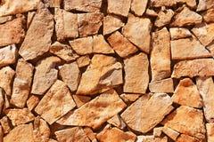 Pared de piedras naturales marrones Fotografía de archivo libre de regalías