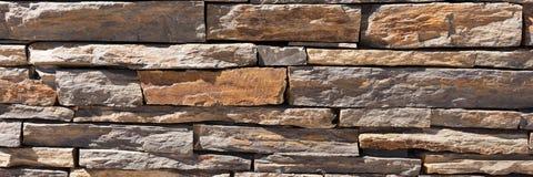Pared de piedras naturales marrones Foto de archivo libre de regalías