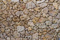 Pared de piedras porosa de piedra pómez Fotos de archivo libres de regalías