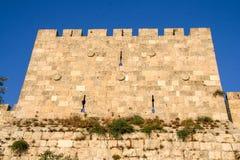 Pared de una de las torres de una ciudad vieja, Jerusalén imagenes de archivo