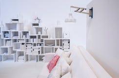 Pared decorativa en el interior blanco fotos de archivo libres de regalías