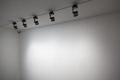 Pared del blanco de la exposición Foto de archivo