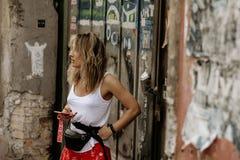 Pared del desván, fondo de la calle fotografía de archivo libre de regalías