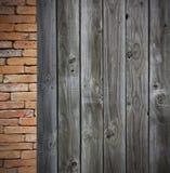 Pared del grunge del ladrillo rojo y pared de madera Foto de archivo libre de regalías