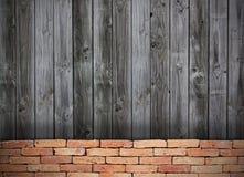 Pared del grunge del ladrillo rojo y pared de madera Imagen de archivo libre de regalías