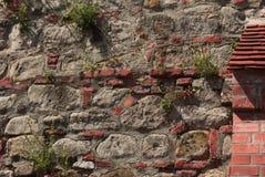 Pared del ladrillo y de la roca Foto de archivo libre de regalías