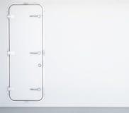Pared del metal blanco con a puerta cerrada en la nave del transbordador imagen de archivo libre de regalías