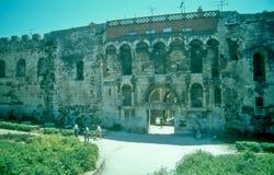 Pared del norte del palacio de Diocletian, fractura, Croacia Fotos de archivo