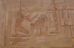Pared del templo de Karnak imagenes de archivo