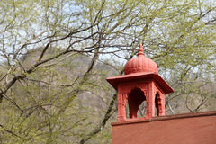 Pared diseñada antigua de posts de Forest Guard en el parque nacional de Ranthambore Fotografía de archivo libre de regalías