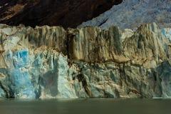 Pared enorme del hielo glacial en Patagonia de la cordillera de los Andes foto de archivo