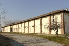 Pared exterior de edificios rurales en la abadía de Mirasole, Milán, Italia Foto de archivo