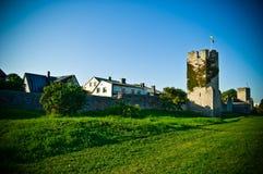 Pared fortificada con una torre Fotos de archivo libres de regalías