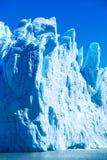 Pared grande colorida del hielo de la turquesa foto de archivo