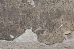 Pared gris vieja del estuco con yeso agrietado Textura del fondo Fotos de archivo
