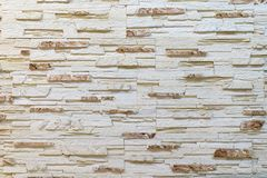 Pared hecha de piedra marrón clara decorativa Adornamiento para la chimenea Fondo Fotografía de archivo libre de regalías