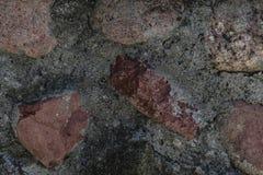 Pared hecha de piedras y de superficie rojas del fondo del cemento Fotografía de archivo libre de regalías