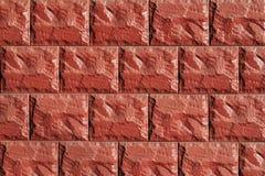 Pared hecha de tejas de piedra rojas Fotografía de archivo