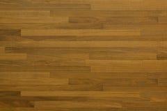 Pared hecha de tiras de madera cortas imagenes de archivo