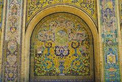 Pared hermosa de la baldosa cerámica del palacio de Golestan, Irán Fotografía de archivo libre de regalías