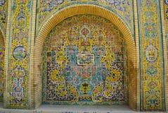 Pared hermosa de la baldosa cerámica del palacio de Golestan, Irán Foto de archivo