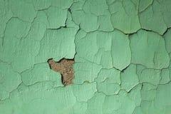 Pared lamentable vieja azulverde con daños y grietas Textura de la superficie áspera imagen de archivo libre de regalías