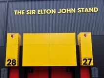 Pared lateral de Sir Elton John Stand, estadio del club del f?tbol de Watford, camino de empleo, Watford imagenes de archivo