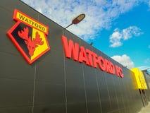 Pared lateral del estadio del club del f?tbol de Watford, camino de empleo, Watford imágenes de archivo libres de regalías