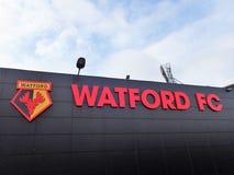 Pared lateral del estadio del club del f?tbol de Watford, camino de empleo, Watford imagen de archivo libre de regalías