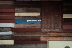 Pared local retra decorativa de la escena del estilo del vintage de Tailandia con de madera áspero Imagen de archivo libre de regalías