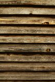 Pared marrón rústica hecha de tablones de madera Fondo natural Imágenes de archivo libres de regalías
