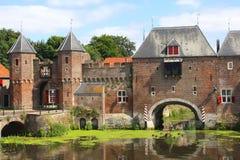 Pared medieval de la ciudad a lo largo del río de Eem en Amersfoort Imagenes de archivo