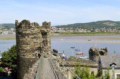 Pared medieval histórica de la ciudad de Conwy imágenes de archivo libres de regalías