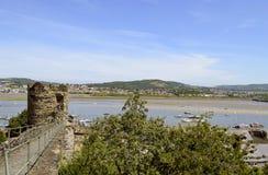 Pared medieval histórica de la ciudad de Conwy fotos de archivo