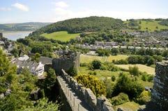 Pared medieval histórica de la ciudad de Conwy imagenes de archivo
