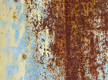 Pared multicolora del hierro viejo Imágenes de archivo libres de regalías