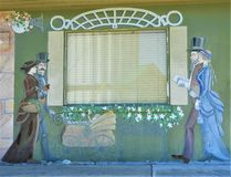 Pared Muriel en el lado de un edificio viejo de la ciudad de plumón foto de archivo