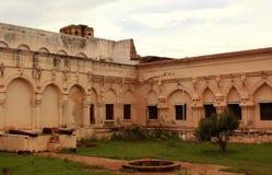 Pared ornamental del pasillo de la gente en el palacio del maratha del thanjavur Fotos de archivo