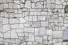 Pared que se lamenta en el cementerio de Remuh construido con los fragmentos de piedras sepulcrales judías, Kraków, Polonia foto de archivo libre de regalías