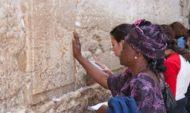 Pared que se lamenta Jerusalén, rezo Imagen de archivo libre de regalías