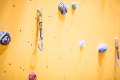 Pared que sube Pared que sube con las rocas coloridas Imagen de archivo