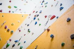 Pared que sube Pared que sube con las rocas coloridas Imagen de archivo libre de regalías