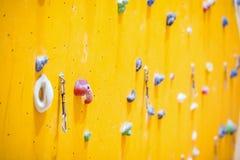 Pared que sube Pared que sube con las rocas coloridas Fotos de archivo