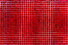 Pared roja de la teja de mosaico Fondo rojo cuadrado abstracto de la teja de mosaico imagen de archivo libre de regalías