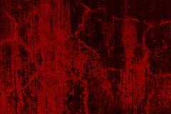 Pared roja mohosa y descuidada vieja imagenes de archivo