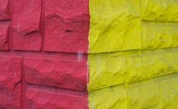 Pared rosada y amarilla fotos de archivo