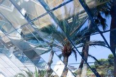 Pared transparente de cristal azul foto de archivo libre de regalías