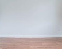 pared vacía con un piso de madera abajo Foto de archivo