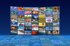 Pared video de las multimedias grandes con pantalla grande fotos de archivo libres de regalías