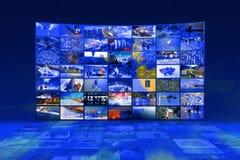 Pared video de las multimedias grandes con pantalla grande imagen de archivo